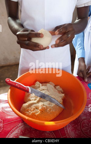 Students attend a culinary arts class in Morogoro, Tanzania, East Africa. - Stock Photo