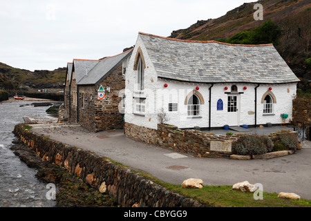 'Harbour Light' shop building and YHA, [Boscastle harbour], Cornwall, England, UK - Stock Photo