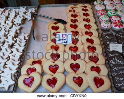 BISCUITS COOKIES JAM HEART STALL Heart shaped 'Love'  cookies on sale at  Christmas Borough Market a popular produce - Stock Photo