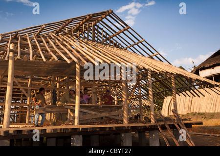 India, Arunachal Pradesh, Along, Kombo, carpenters constructing house from locally sourced natural materials - Stock Photo