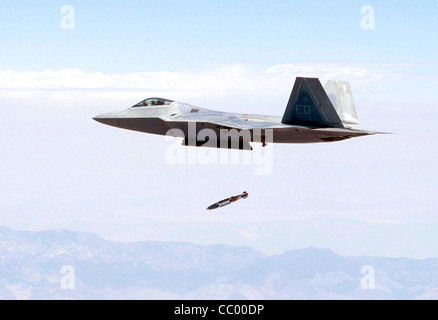 OVER CALIFORNIA -- An F/A-22 Raptor, flown by Maj. John Teichert, releases a guided bomb unit-32 1,000-pound joint - Stock Photo