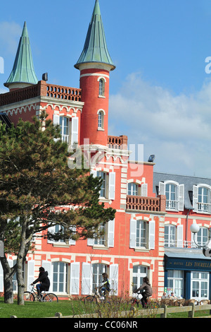 HOTEL-RESTAURANT 'LES TOURELLES', LE CROTOY, BAY OF SOMME, SOMME (80), FRANCE - Stock Photo