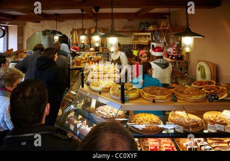 Christmas Eve queue in Boulangerie Alexandra, a popular bakery in suburbs of Paris. Le Perreux-sur-Marne, Val-de - Stock Photo