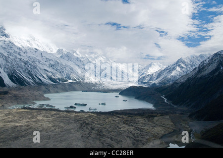 The Mount Cook National Park includes beautiful mountains and lakes in the Mackenzie Basin on the South Island of - Stock Photo