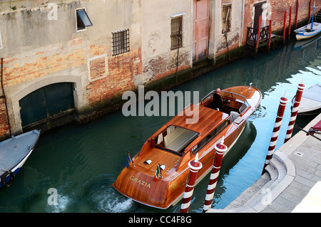The classic venetian water taxi  'Grazia' leaving from the 5*  Boscollo Venezia Hotel, Sestiere Cannaregio, in the - Stock Photo