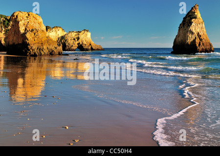 Portugal, Algarve. Rock formations at beach Prainha near Alvor - Stock Photo