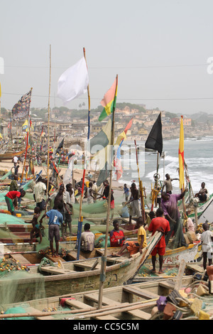 Fishermen preparing fishing boats in harbour on Cape Coast, Ghana - Stock Photo