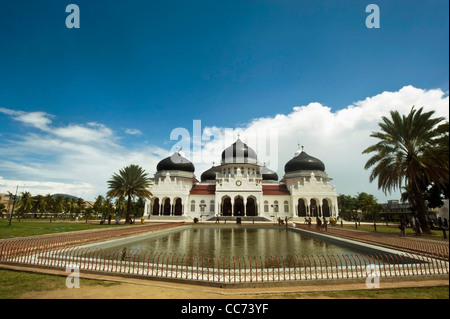 Indonesia, Sumatra, Banda Aceh, Baiturrahman Grand Mosque (Mesjid Raya Baiturrahman) against blue sky - Stock Photo