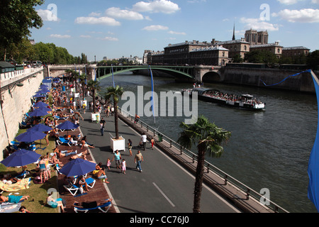 France, Paris, Temporary artificial beaches along River Seine during the months of Paris-Plages - Stock Photo