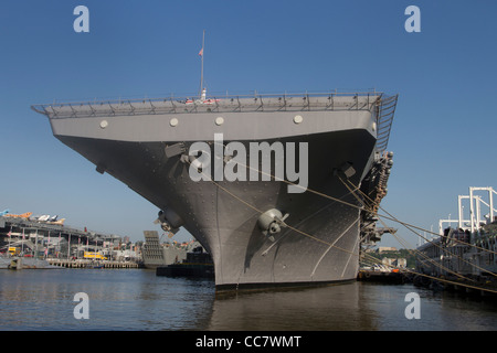 USS Iwo Jima moored in the Hudson River during Fleet Week 2011 in New York City - Stock Photo