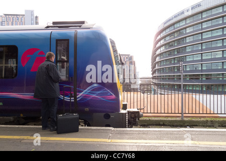 Platform 14 and a train driver at Manchester Piccadilly Station - Stock Photo