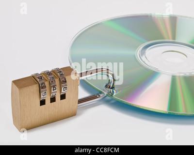eine CD ist mit einem Zahlenschloss gesichert | a CD is locked with one combination lock - Stock Photo