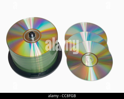 Detailansicht einer CD-Spindel, daneben liegen drei CDs | Detail photo of a CD-pack, alongside are tree CDs - Stock Photo