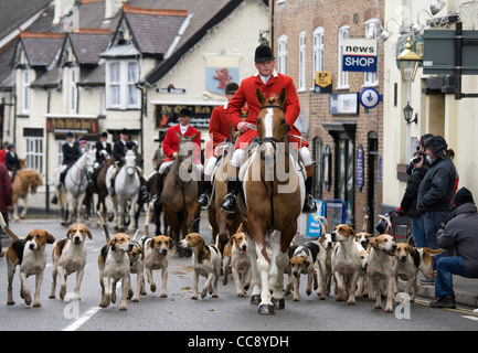 The annual  traditional hunt meet held in Market Bosworth square, Leicestershire on Boxing Day. - Stock Photo