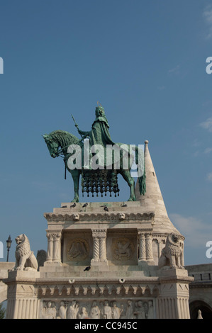 Hungary, Budapest. Buda, Castle Hill, statue of King Stephen, the first king of Hungary, in front of Fisherman's - Stock Photo