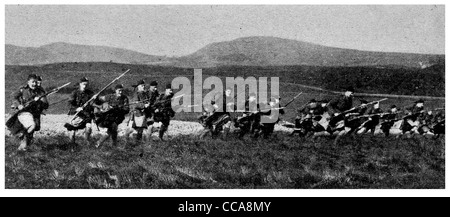 1915 Glasgow Highlanders training rifle bayonet charge charging train practice Scottish Scots Kilt field anger fear - Stock Photo