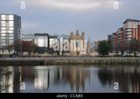 View over the river Clyde to the Metropolitan Cathedral of St. Andrews in Glasgow. - Stock Photo