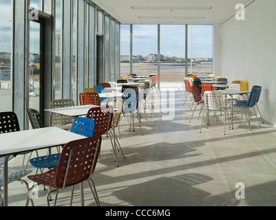 The New Turner Contemporary Art Gallery In Margate On The North Kent Coast Is Situated Directly On The Seafront. - Stock Photo