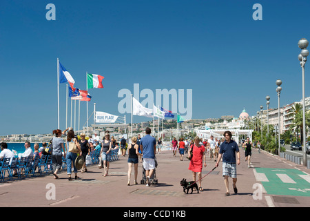 Pedestrians walking along the promenade in Nice on the Mediterranean coast in southern France. - Stock Photo