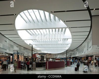 Sydney Airport Terminal 1 Departures Woodhead Architecture Interiors Planning Sydney 2010 view of skylight ceiling - Stock Photo
