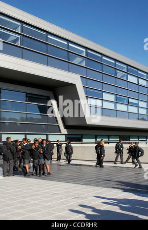 EVELYN GRACE ACADEMY, ZAHA HADID ARCHITECTS, LONDON, 2010, EXTERIOR OF SCHOOL WITH PUPILS - Stock Photo