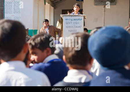 Public speaking at a Government school in Murree, Punjab Province, Pakistan - Stock Photo