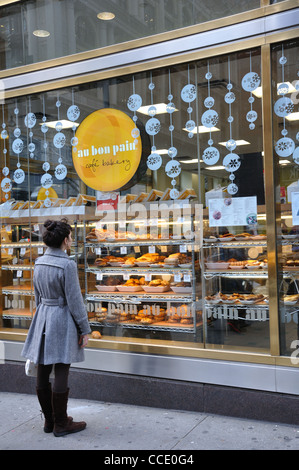 Au Bon Pain cafe and bakery window, Manhattan, New York City, USA - Stock Photo