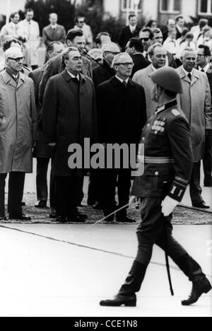 Military ceremonial at the beginning of the state visit of the Soviet party leader Leonid Brezhnev in East Berlin - Stock Photo