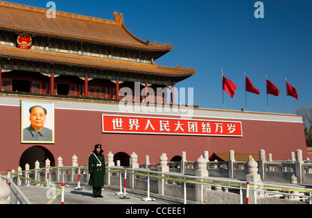 Guard at the Tiananmen Gate to the Forbidden City at Tiananmen square, Beijing, China - Stock Photo