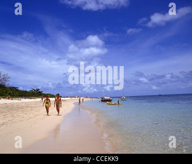 Couple walking on coral cay beach, Green Island, Great Barrier Reef Marine Park, Queensland, Australia - Stock Photo