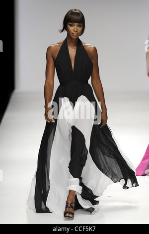 Supermodel Naomi Campbell modeling the Issa London collection at London Fashion Week. Picture by Jamie Mann - Stock Photo