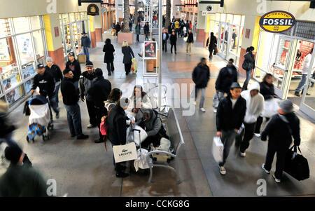Nov 26, 2010 - Las Vegas, Nevada, USA -  Shoppers descend on the Las Vegas Premium Outlets during their Midnight - Stock Photo