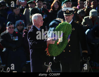 Nov 11, 2010 - Ottawa, Ontario, Canada - Governor General DAVID JOHNSTON lays a wreath during the Remembrance Day - Stock Photo