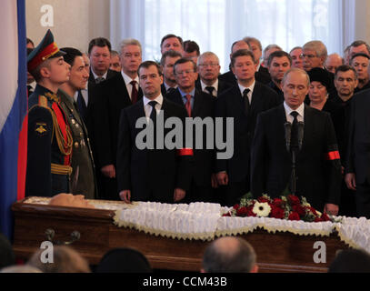 Russian President Dmitry Medvedev (l) and Prime Minister Vladimir Putin (r) attending the funeral service for former - Stock Photo