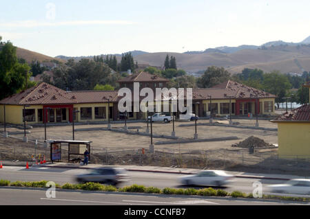 Construction site at Lone Tree Way and Golf Course Rd. in Antioch, Calif. on Tuesday, October 5, 2004.  (Dean Coppola - Stock Photo