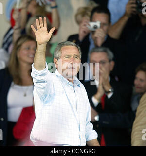 WEST PALM BEACH - President George W. Bush waves goodbye after he finishes his talk to a crowd of supporters inside - Stock Photo