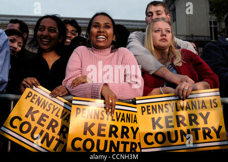 Oct 20, 2004; Pittsburgh, PA, USA; Supporters for Democratic presidential nominee John Kerry at a rally at Carnegie - Stock Photo