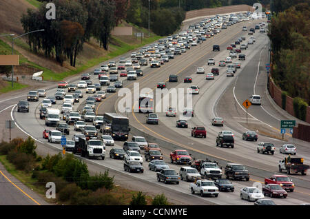 North bound afternoon traffic  comes to a crawl at the Livorna Road off ramp Tuesday November 9, 2004,  in Alamo, - Stock Photo