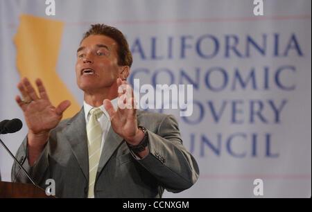 Aug 20, 2003; Los Angeles, CA, USA; California Gubernatorial candidate ARNOLD SCHWARZENEGGER, accompanied by former - Stock Photo