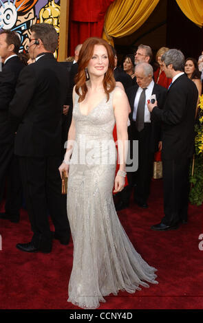 Feb 29, 2004; Hollywood, CA, USA; OSCARS 2004: Actress JULIANNE MOORE arriving at the 76th Annual Academy Awards, held at the Kodak Theater.