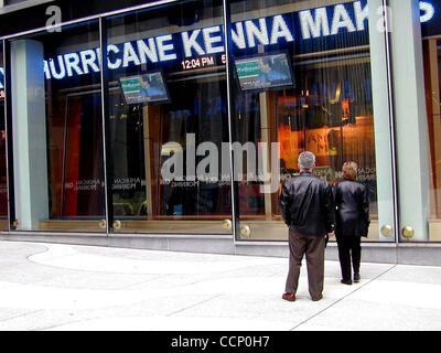 Apr. 25, 2003 - New York, New York, U.S. - The New CNN studio on 6th ave broadcasts the morning show with Paula - Stock Photo