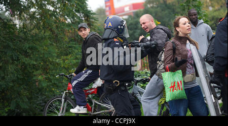 Oct 9, 2010 - Leicester, England, United Kingdom - Members of the English Defence League (EDL) scrabble with police - Stock Photo