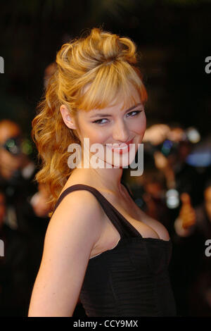 Louise bourgoin happy event 8