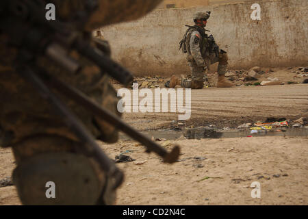 Mar 13, 2008 - Baghdad, Iraq - Soldiers of 2nd Platoon, Charly Battery, 2nd Battalion 12th Field Artillery Regiment - Stock Photo
