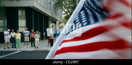 Mar 19, 2008 - St. Petersburg, Florida, USA -Protesters gather on the corner of 4th Street and Central Avenue in - Stock Photo