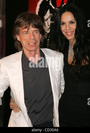 Mar 30, 2008 - New York, NY, USA - MICK JAGGER and L'WREN SCOTT at the arrivals for the New York premiere of 'Shine - Stock Photo