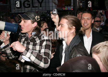Oct. 20, 2008 - New York, New York, U.S. - TEEN IDOL RECORDING GROUP HANSON LEADS A ONE MILE BAREFOOT WALK AROUND - Stock Photo