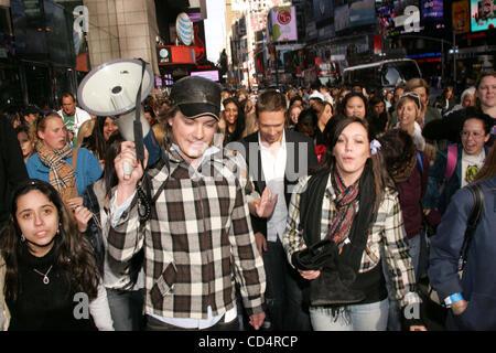 Oct. 20, 2008 - New York, New York, U.S. - TEEN IDOL RECORDING GROUP HANSON LEADS A ONE MILE BAREFOOT WALK AROUND - Stock Photo
