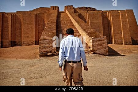 Mar 01, 2008 - Tallil, Iraq - On the outskirts of Camp Adder, a logistics base in southern Iraq, is the Ziggurat - Stock Photo