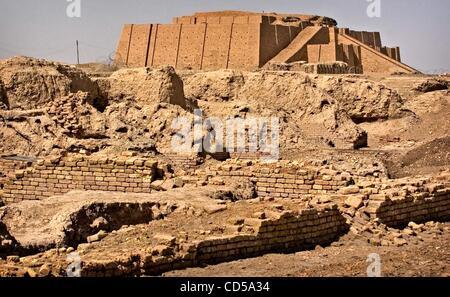 Mar 01, 2008 - Tallil, Iraq - The Ziggurat of Ur looms in the background of Sumerian ruins. The Ziggurat, an ancient - Stock Photo